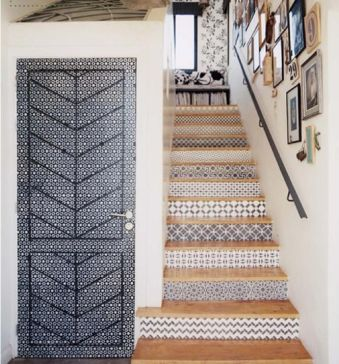 spanish staircase, blue and white spanish tile